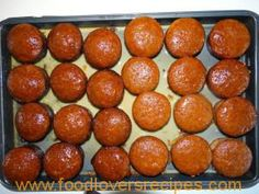 INDIVIDUELE MALVAPOEDINGS Muffin Pan Recipes, Quick Recipes, Cooking Recipes, South African Dishes, South African Recipes, Malva Pudding, Bulk Food, Food Food, Food Categories