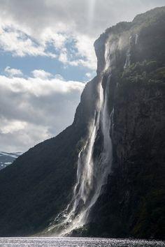 invocado:  Norway Geiranger- Waterfall Syv Sostre | Flickr - Photo Sharing