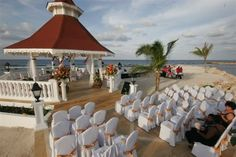 In Jamaica you leave all arrangements of your wedding to the hotel