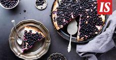 Kesäisen kahvipöydän kruunu on itse tehty mustikkapiirakka. Acai Bowl, Baking, Fruit, Breakfast, Food, Acai Berry Bowl, Bread Making, Breakfast Cafe, Patisserie