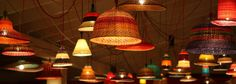PET Lamps made from plastic bottles. A sustainable project born in Colombia using traditional skills. Pots, Lights Fantastic, Style Deco, Recycle Plastic Bottles, Decoration, Interior Decorating, Sweet Home, Table Lamp, Ceiling Lights