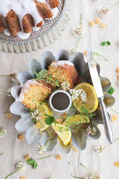 Elderflower, lemon and ginger bundt cake on Kakkupuutarha. Elderflower, Tea Time, Food Photography, Sweet Treats, Lemon, Cheese, High Tea, Sweets