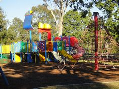 This park review was updated in 2013. Doug Larsen Park has small playgrounds and a lovely outlook, making it the perfect picnic destination with Brisbane K