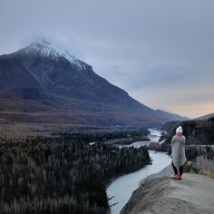 We're winding our way back to Anchorage slowly stopping where views are too grand to ignore. Winter is in the air soon all this will be hidden under a blanket of snow! #travel #Alaska