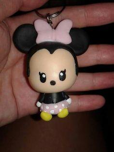 Llavero Minnie mouse chibi bebe en porcelana fria