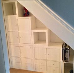 Ikea expedit hack under stairs storage staircases ikea expedit and storage - Etagere escalier ikea ...
