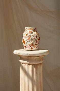 These Mosaic Vases Incorporating Shells and Ceramics Discards Ceramic Planters, Ceramic Vase, Ceramic Pottery, Slab Pottery, Porcelain Ceramics, Ceramics Tile, Ceramic Decor, Keramik Design, Mosaic Vase
