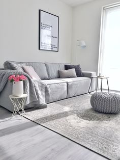 A touch of vintage in the living room Living Room Carpet, Living Room Grey, Living Room Interior, Amsterdam Houses, Shared Rooms, Best Carpet, Scandinavian Interior, Interior Inspiration, New Homes