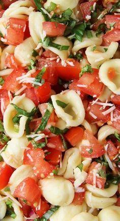 Bruschetta Pasta Salad - A Pretty Life In The Suburbs. No Parmesan! Vegan cheese only! Vegetarian Recipes, Cooking Recipes, Healthy Recipes, Cooking Tips, Hacks Cocina, Summer Salads, Summer Bbq, Soup And Salad, Salad Bar