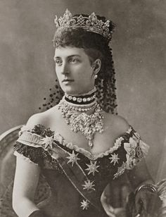Alexandra, Princess of Wales for the Golden Jubilee of Queen Victoria of the United Kingdom, her mother-in-law. Photographed by Alexander Bassano. Royal Queen, King Queen, Victoria And Albert, Queen Victoria, Princess Alexandra Of Denmark, Royal Tiaras, Royal Crowns, Royal Jewelry, Gold Jewellery