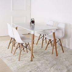 Conjunto mesa eames e cadeiras DSW brancas