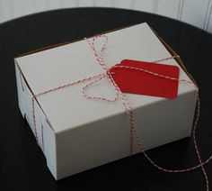 One piece box with natural kraft interior. Ribbon, Bakers Twine & tags not included.    Boxes ship flat; folded in half. Easy assembly.    Great box for food gifts or party favors.    Food safe for direct contact with dry goods.