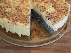 Illes super fast poppy seed cake without bottom with paradise cream and hazelnut brittle from Illepille Poppy Seed Cake, Dory, Tiramisu, Food And Drink, Pudding, Baking, Ethnic Recipes, Health, Desserts