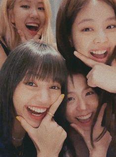 blackpink in your area Blackpink Jisoo, Kim Jennie, Kpop Girl Groups, Kpop Girls, Blackpink Poster, Mode Rose, Justice League Unlimited, Lisa Blackpink Wallpaper, Blackpink Memes