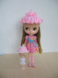 Knitted hat for Blythe dolls Raspberry ice cream cake от JujaShop