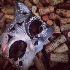 Via @Le Vin Parfait : #planeteliege in #malta with the cat mask - I really love #cork #liège