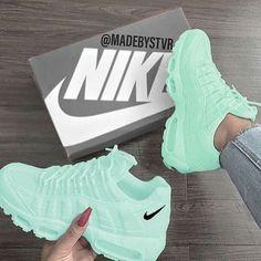 Nice - Sneakers Nike - Ideas of Sneakers Nike - Nice Jordan Shoes Girls, Girls Shoes, Shoes Women, Pumps Nude, Cute Sneakers, Basket Sneakers, Nike Women Sneakers, Gucci Shoes Sneakers, Converse Sneakers