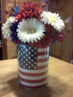 Memorial Day / 4 th of July center piece. ***This was so easy and looks so cute… Memorial Day / 4 th of July center piece. ***This was so easy and looks so cute on the dining table:) I used r,w, & b plastic roses from the dollar store Fourth Of July Decor, 4th Of July Party, July 4th, 4th Of July Wreaths, Memorial Day Decorations, 4th Of July Decorations, 4. Juli Party, Decor Inspiration, Patriotic Crafts