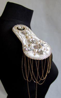 a feminine style of 'epaulette'