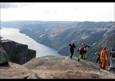 Salto base en Kjerag, Noruega