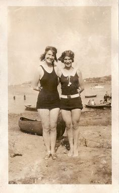 vintage beach photo ~~ from The Feathered Nest