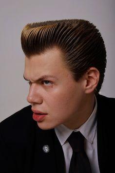 Old School Haircuts, Summer Haircuts, Haircuts For Men, Hair And Beard Styles, Hair Styles, Flat Top Haircut, Bar Outfits, Pompadour, Great Hair