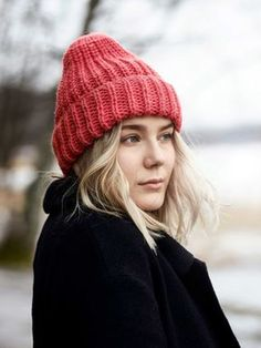This brioche stitch beanie brightens up any grey winter day with it's delicious colour. Choose your favourite colour and let it show! Knitted with Novita Isoveli wool yarn. Knitting Patterns, Crochet Patterns, Hand Embroidery Videos, Chill, Chunky Yarn, Knitting Accessories, Wool Yarn, Hats For Women, Knitted Hats