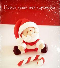 Un Babbo Natale in pasta di zucchero dolce e tondo. Seguite questo tenero e veloce tutorial di cake design e fatevi aiutare dai vostri bambini!