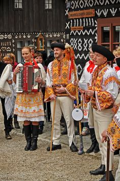 "Unique village of ""Čičmany"" is situated in lovely landscape of Strážov mountains. This part of Slovakia offers interesting folk architecture and costumes We Are The World, People Of The World, Heart Of Europe, Folk Costume, World Cultures, Ethnic Fashion, Czech Republic, Folklore, Traditional Outfits"