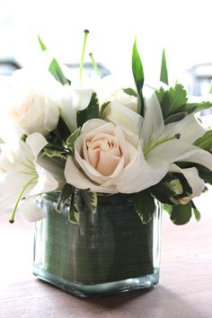 Victoria Amory's  white flowers bouquet. So elegant!