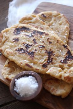 whole wheat naan - I know that many people shy away from the thought of making their own bread, thinking that it must be terribly time consuming and labour intensive, and just overall intimidating. I know people who … Veggie Recipes, Indian Food Recipes, Whole Food Recipes, Cooking Recipes, Bread Recipes, Healthy Recipes, Falafel, Homemade Naan Bread, Stove Top Recipes