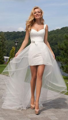 Sexy Short Beach Wedding Dresses with Detachable Tulle Train A-line Lace Wedding Gowns 2018 #beachweddingdress #lacewedding #sexyweddingdress #weddingdresses #detachabletrain #sweetheart #2018weddings #fashion