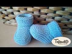 Baby booties (booties) Knitted in two needles. Two sizes - bebés 2 agujas y crochet - Baby Knitting Patterns, Baby Booties Knitting Pattern, Knit Baby Shoes, Knit Baby Booties, Knitting For Kids, Knitting Socks, Knitted Baby, Crochet Gloves, Crochet Cardigan