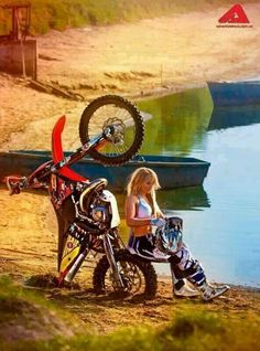 Girl biker off road moto Dirt Bike Girl, Lady Biker, Biker Girl, Honda, Motocross Maschinen, Motard Sexy, Biker Dating, Ski Doo, Motocross Girls