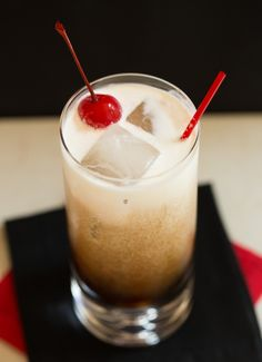 Paralyzer Recipe 1 ounce vodka 1 ounce Kahlua 5 ounces cola 1 ounce heavy cream Maraschino cherry