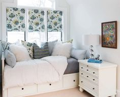 Best elegant small bedroom design ideas with stylish, art touching, and clean design. Small bedroom is best choice for your home with small space. Cozy Small Bedrooms, Small Guest Rooms, Small Room Bedroom, Room Ideas Bedroom, Trendy Bedroom, Cozy Bedroom, Dream Bedroom, Bedroom Apartment, Bedroom Decor