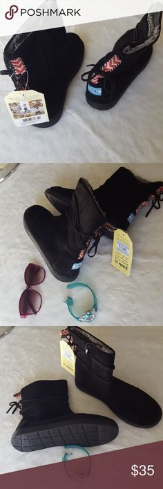 NWT TOMS Nepal Boots 6 Comfy for cozy style! Toms Shoes Boots