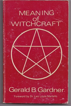 All Things Esoteric /Occult/Witchcraft and a Healthy Dose of Rock and Roll/Art Nouveau/Illustration/Vintage & Literary Erotica & Underground Countercultures + David Bowie is My Religion: I'm Just a Space Cadet. Wiccan Books, Magick Book, Witchcraft Books, Occult Books, Paranormal, Books To Read, My Books, Free Books, Books