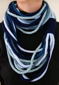 snood, écharpes, au tricotin tons bleu, acrylique
