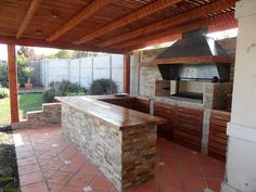 Outdoor kitchen bar ideas are usually made to blend with nature. Either in stone or wooden structure, it makes cozy place to cook and eat outdoor together. Outdoor Cooking Area, Outdoor Kitchen Bars, Kitchen Grill, Patio Kitchen, Backyard Retreat, Fire Pit Backyard, Parrilla Exterior, Bbq Area, Outdoor Living