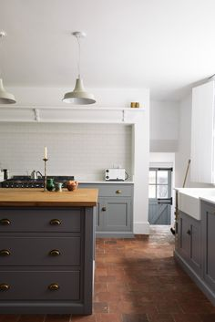 A huge white metro tiled splashback looks simple and uncontrived in this beautifully rustic Shaker kitchen by DeVol Kitchens Shaker Kitchen, White Kitchen Cabinets, Kitchen Tiles, Kitchen Flooring, Kitchen Countertops, New Kitchen, Kitchen Decor, Decorating Kitchen, Family Kitchen