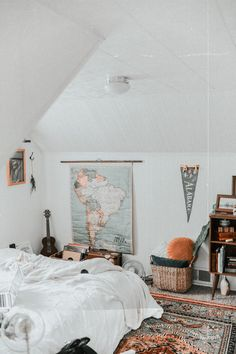 how to decorate a teenage girl's bedroom diy - Best Teen Bedroom Ideas - Architektur Cool Teen Bedrooms, Retro Bedrooms, Teen Bedroom Designs, Master Bedrooms, Attic Bedroom Ideas For Teens, Bedroom Decor For Teen Girls, Awesome Bedrooms, Jugendschlafzimmer Designs, White Bed Sheets