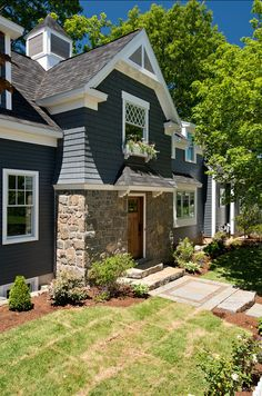 CURB APPEAL – another great example of beautiful design. Great Landscaping Ideas!