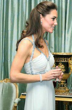 the duchess of cambridge photos of solo engagement today - Buscar con Google