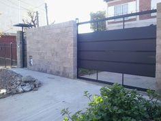 Herreria- Arte Y Mantenimiento - Lomas de Zamora - en Mercado Libre Main Gate, Driveway Gate, Fence Design, House Made, Home Art, Ideas Para, Living Room Decor, Pergola, Garage Doors