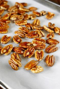 How to Make Candied Pecans ~ add a little extra-special decorative touch to… Candied Pecans For Salad, Glazed Pecans, Spiced Pecans, Candied Nuts, Real Food Recipes, Cooking Recipes, Yummy Food, Christmas Snacks, Christmas Goodies