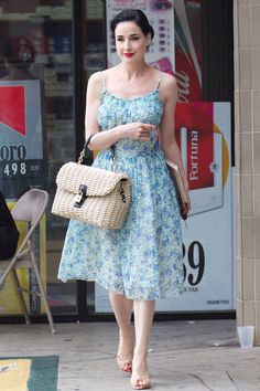 Dita von Teese dresses casual in sundress and straw handbag Fashion Mode, Retro Fashion, Vintage Fashion, Vestidos Vintage, Vintage Dresses, Capsule Wardrobe, Dita Von Teese Style, Dita Von Tease, Mode Rock