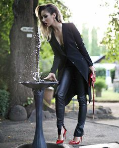 For the love of fashion outfits with leather look leggings. Casual Outfits, Fashion Outfits, Womens Fashion, Erotic Photography, Red Heels, Perfectly Imperfect, Photo Instagram, Leggings Fashion, Leather Fashion