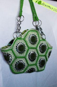 Handbag made with aluminum pop tabs - Handbag made with aluminum pop tabs - Pop Tab Purse, Coin Purse, Soda Tab Crafts, Pop Can Tabs, Soda Tabs, Pop Cans, Pet Bottle, How To Make Handbags, Crochet Purses