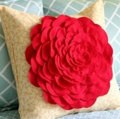 How to make all kind of flower pillows (including a crochet one!)  These are gorgeous!